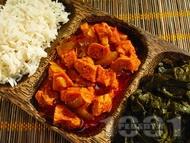 Индийско агнешко задушено с къри сос, чесън и доматено пюре